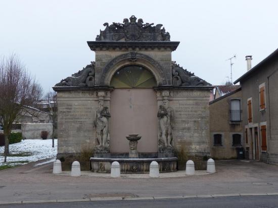 Lacroix-sur-Meuse - Fontaine lavoir - Façade